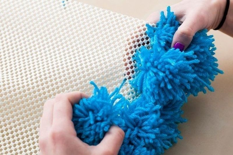 Как сделать коврик из помпонов пошагово