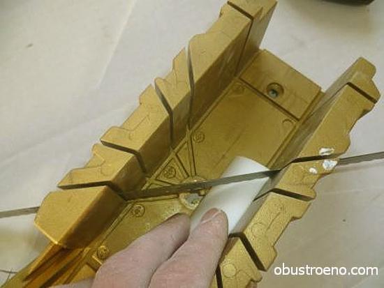 Для обрезки используются ножовка по металлу и стусло.