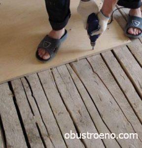 Как выровнять пол своими руками: под ламинат, деревянный
