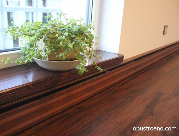 Конвектор плинтусного типа с покрытием, имитирующим структуру дерева,отлично подойдет под ламинат или доску пола