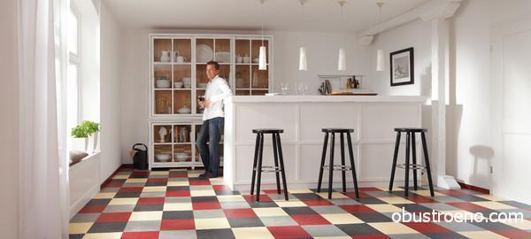 Натуральный линолеум на кухне.