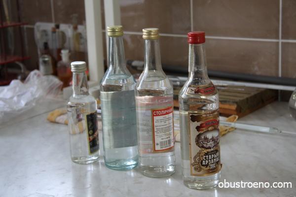 «Паленая» водка может не только стать причиной отравления, но и помочь справиться с пятном