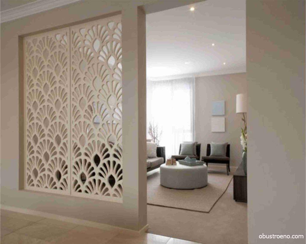 Ажурный элемент декора в гостиной комнате