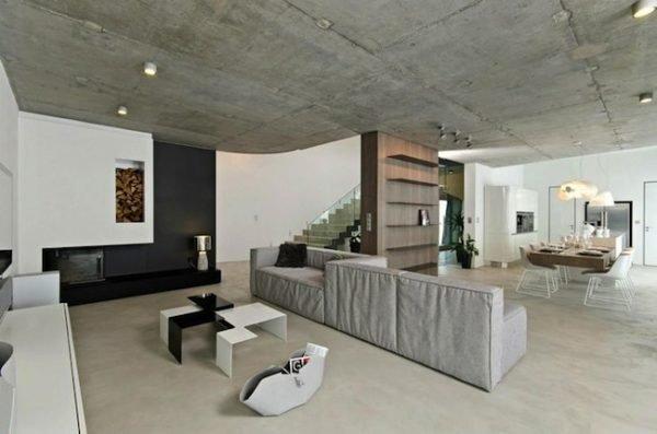 Бетонный потолок в интерьере современной гостиной