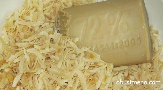 Чтобы мыло хорошо растворялось, просто натрите его на крупной терке