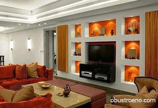Чудесное место для установки телевизора и дополнительные полки для размещения различных декоративных украшений