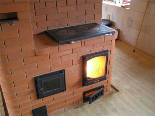 Чугунная плита хорошо накапливает тепло и позволяет обеспечить качественное приготовление пищи