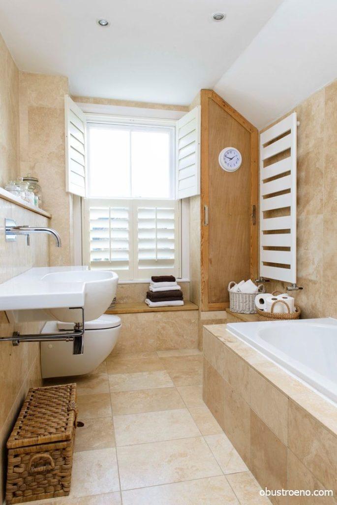Дизайн интерьера ванной комнаты и санузла с удобными корзинками для хранения