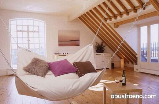 Если прочность крыши позволяет, можете прикрепить 2-3 местный гамак для романтического или семейного отдыха. Установить его можно даже своими руками.