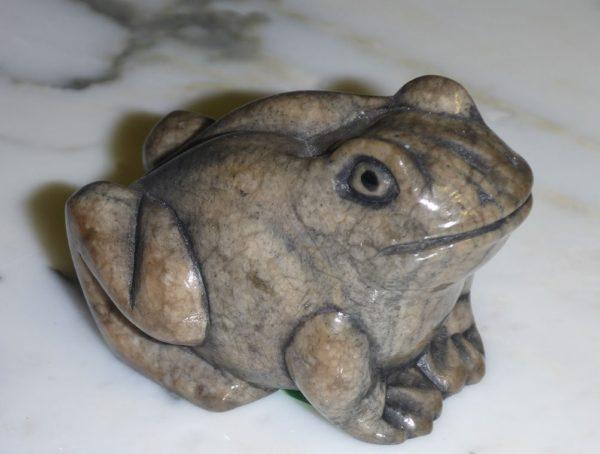 Каменный лягушонок — милая вещица