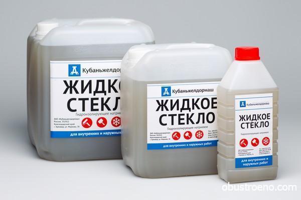 Натриевое жидкое стекло обладает гидроизолирующими и противогрибковыми свойствами.