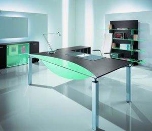 Нестандартная мебель отлично вписывается в стиль.