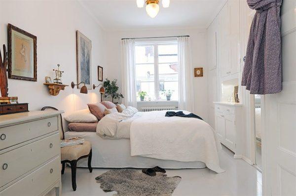 Оптимально, когда цвет мебели совпадает с цветом стен и занавесей.