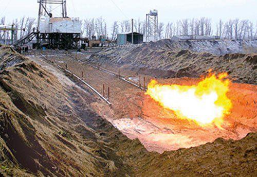 Работа факельной установки по сжиганию жидких отходов.
