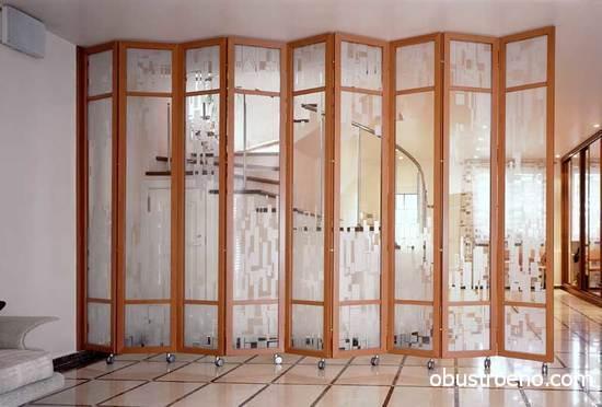 Современные домовладельцы нередко используют раздвижные конструкции для того, чтобы отделить в помещении нужную зону