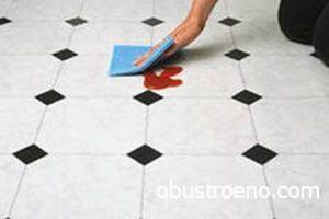 Свежую краску удалить проще – она стирается чистой тряпкой