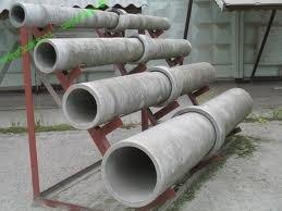 Асбоцементные изделия разного диаметра.