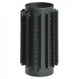 Чугунная труба с радиаторами для увеличения теплоотдачи.