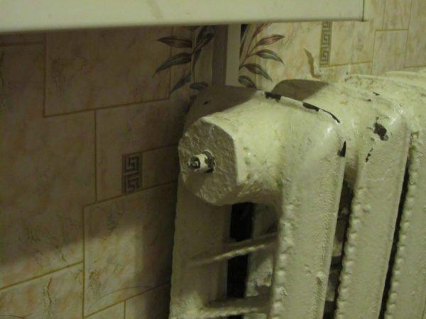 Кран Маевского на радиаторе в квартире верхнего этажа.