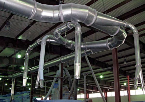 Металлические вентиляционные трубы больше подходят для промышленной вентиляции.