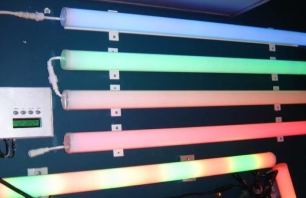Модернизация освещения с помощью труб из разноцветного прозрачного поликарбоната