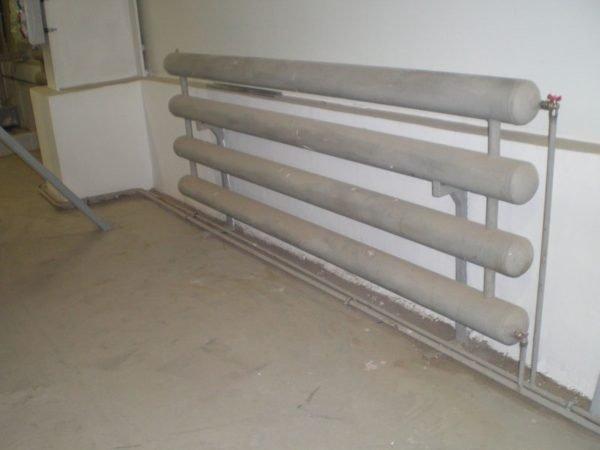 Невысокая цена стальных труб и солидная теплоотдача определяют популярность регистров.