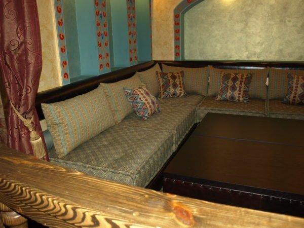 Оттоманки – идеальная мебель для восточной курильни.