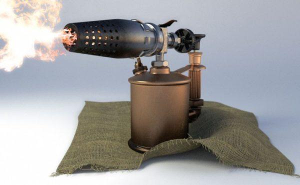 Паяльная лампа - самый эффективный инструмент для оттаивания труб.