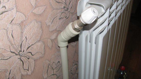Подводка к алюминиевому радиатору в моем доме. Диаметр трубы - 20 мм.