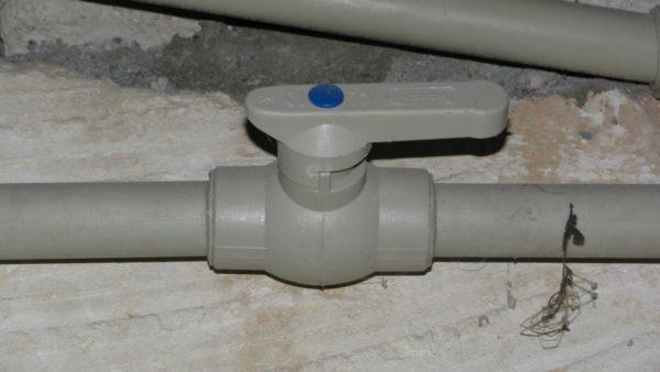 Полнопроходной шаровый кран тоже увеличивает гидравлическое сопротивление трубы, хоть и незначительно.