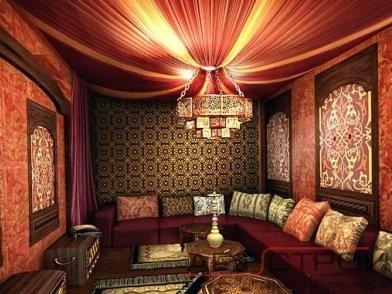 Потолок можно задрапировать пышной тканью.