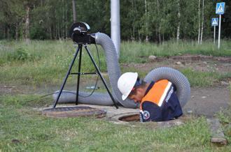 Применение нагнетающего вентилятора при осмотре коллектора.