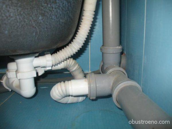 Раструбные соединения с кольцевыми уплотнителями легко разбираются для прочистки.