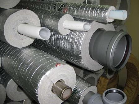 Разный диаметр позволяет утеплить всю номенклатуру труб – от водопроводных до канализационных.