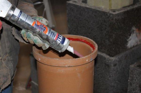 Средство отлично подходит для уплотнения керамических дымоходов.