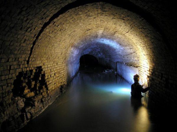 Строительство канализационных коллекторов раньше осуществлялось из кирпича.