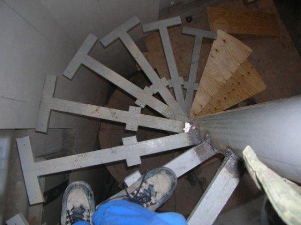 Винтовые лестница в доме своими руками