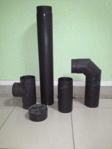 Трубы из черного металла.