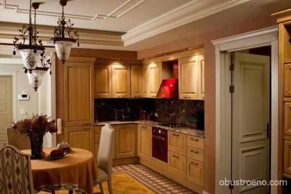 В кухонной зоне Г-образный гарнитур