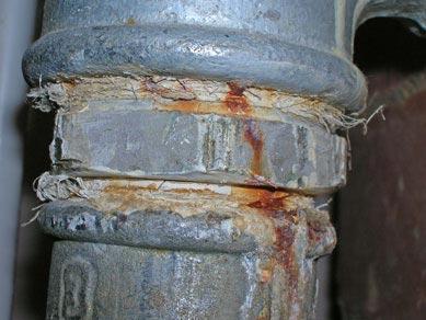 В многоэтажках льняной уплотнитель лучше не использовать – он не годится для высокого давления.