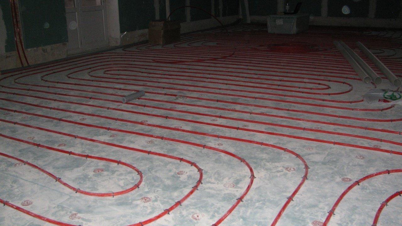 В помещении с большой площадью формируется несколько независимых контуров.