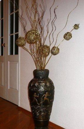 vaza-s-siluetami-lyudey-i-izobrazheniyami-rasteniy Как сделать вазу из банки своими руками: 6 способов и 50 фото