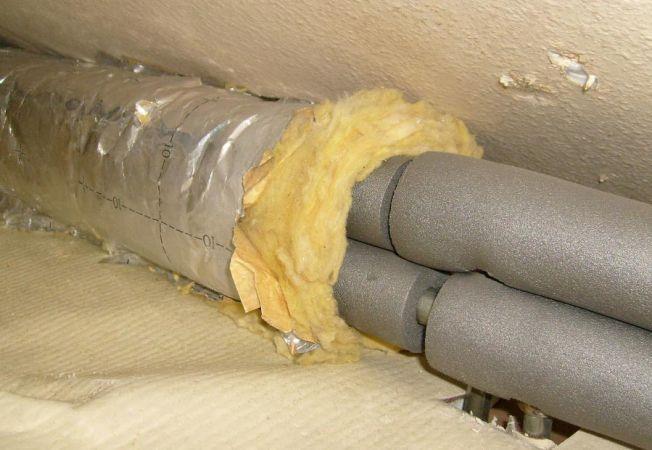 Вспененный полиэтилен и минеральная вата - отличное утепление теплотрассы на чердаке