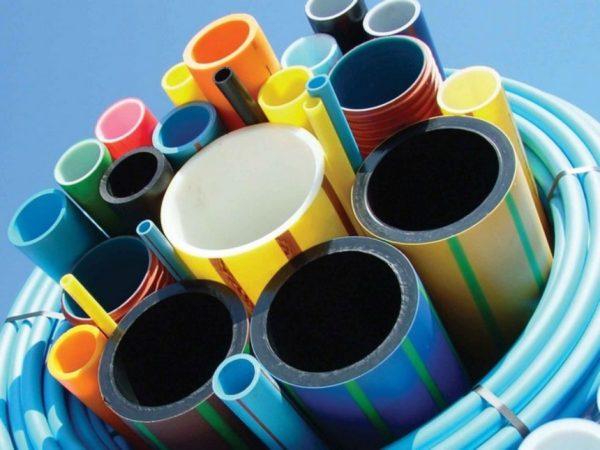 Выбор конкретного способа соединения зависит от выбранных труб.