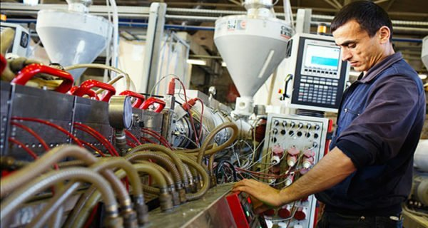 Заводское оборудование для изготовления труб из оргстекла экструзионным методом