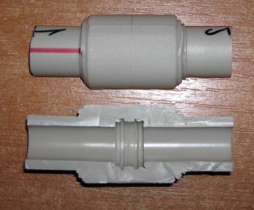 Зазор в фитинге – ошибка при пайке труб.