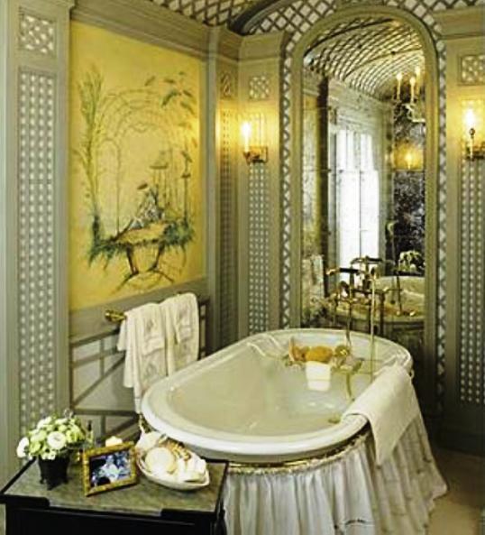 Даже занавеска под ванной может выглядеть изысканно, если приложить немного усилий