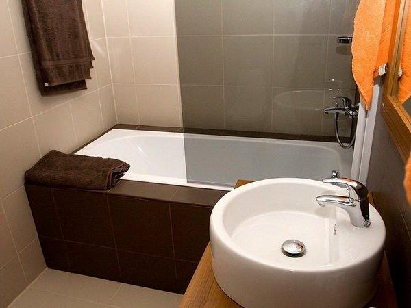 из отдушника в ванной летит пыль