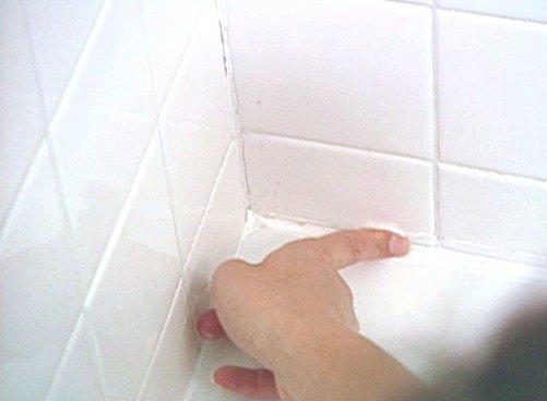 Для дальнейшей заделки стыков после обработки помещения лучше использовать герметик антигрибковый
