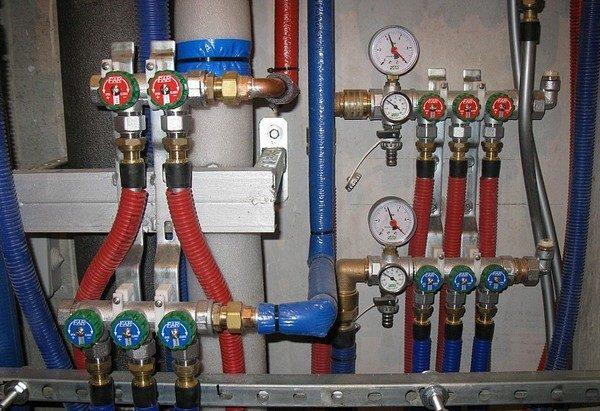 Для горячего водоснабжения подходят только трубы из сшитого полиэтилена.